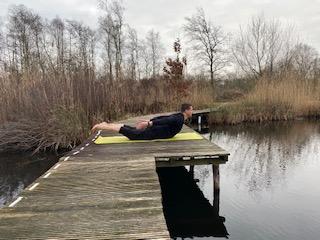Hatha Yoga houding Sprinkhaan